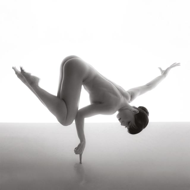 Fotografija objavljena na naslovnici Dance Mogula, autora Tomislava Marića